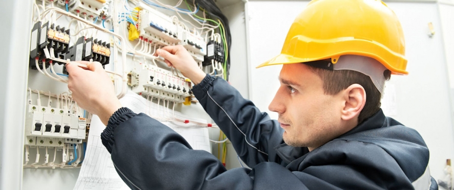 <h4>Испытанный персонал</h4> <div>База высококвалифицированных промышленных специалистов</div>