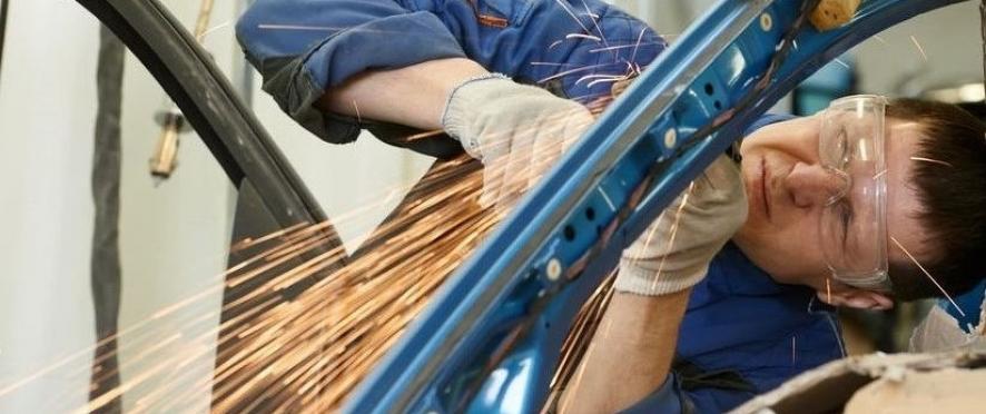 <h4>Надежное партнерство</h4> <div>Специализация и опыт в сфере промышленности и производства</div>